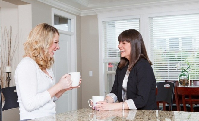 Two-young-women-drinking-coffee-and-laughing-000020153469_Smallmmm