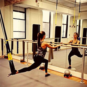 alessandra-ambrosio-workout-barre1