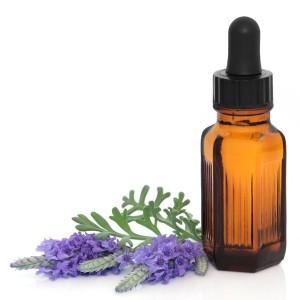 lavender-essential-oil_600x600_shutterstock_61169233
