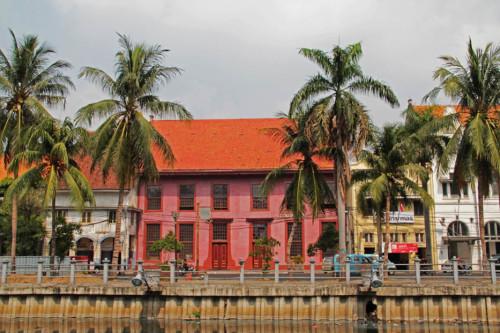 3.Wisata-Misterius-Toko-Merah-Jakarta.2