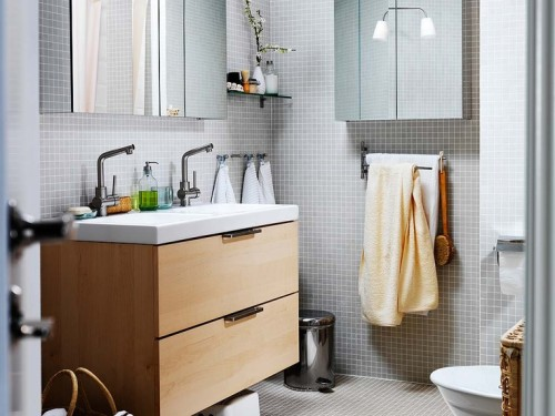 Simple-bathroom-cabinets-with-drawers-for-storage