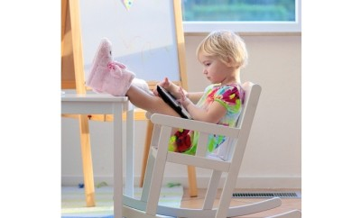 Little-girl-playing-with-tablet-PC-at-home-000057201058_Small resize