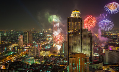 New-Year-Fireworks-in-Bangkok-cityscape-000054584158_Small