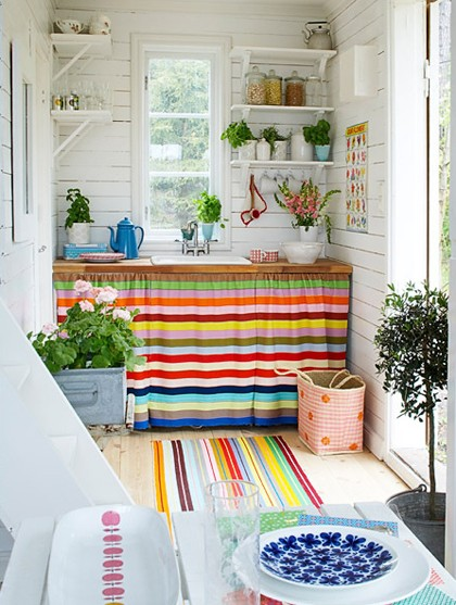 kitchen-in-colorful-stripes