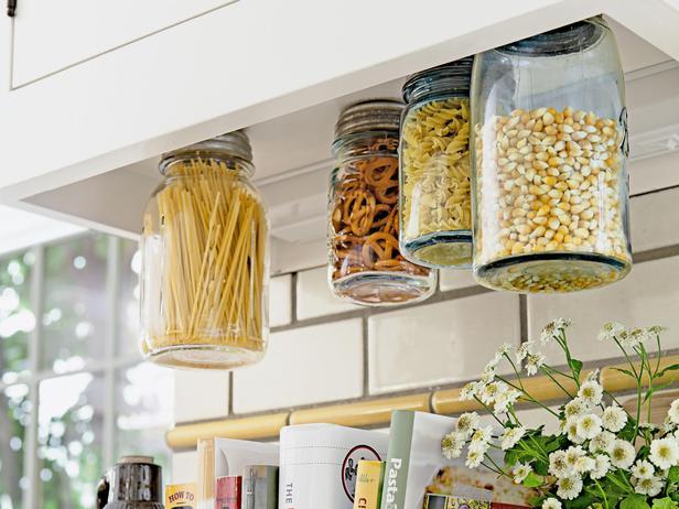 menggantung-tempat-bumbu-di-dapur-sebagai-dekorasi