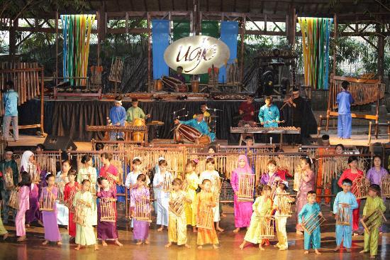 saung-angklung-udjo (1)