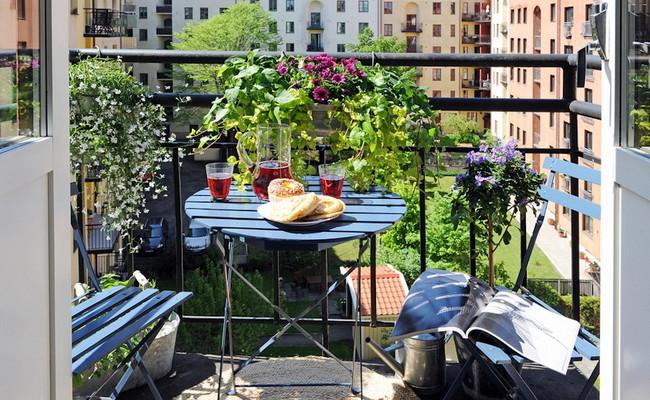 Idea terbaik bagaimana untuk menghiasi balkoni anda
