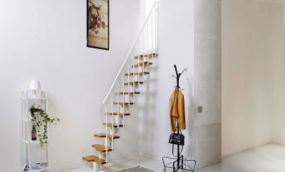 staircase-design-ideas-for-small-spaces-interior-real-house-design-small-house-with-simple-stairs (1)