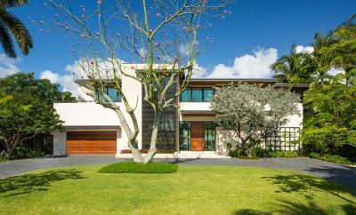 Arsitektur-Rumah-Modern-Mewah-Bergaya-Tropis1