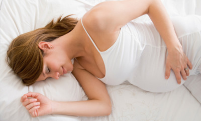 pregnant-woman-sleeping-on-side_go8lio