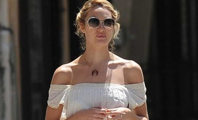 pregnant-candice-swanepoel-out-in-new-york_821014739a