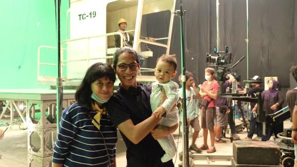 Anggia Kharisma, suami Angga Sasongko & Angkasa Rigel saat sedang berada di lokasi syuting