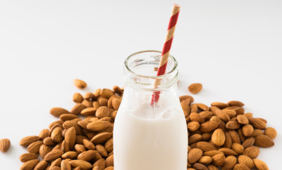 almond milk with raw almonds