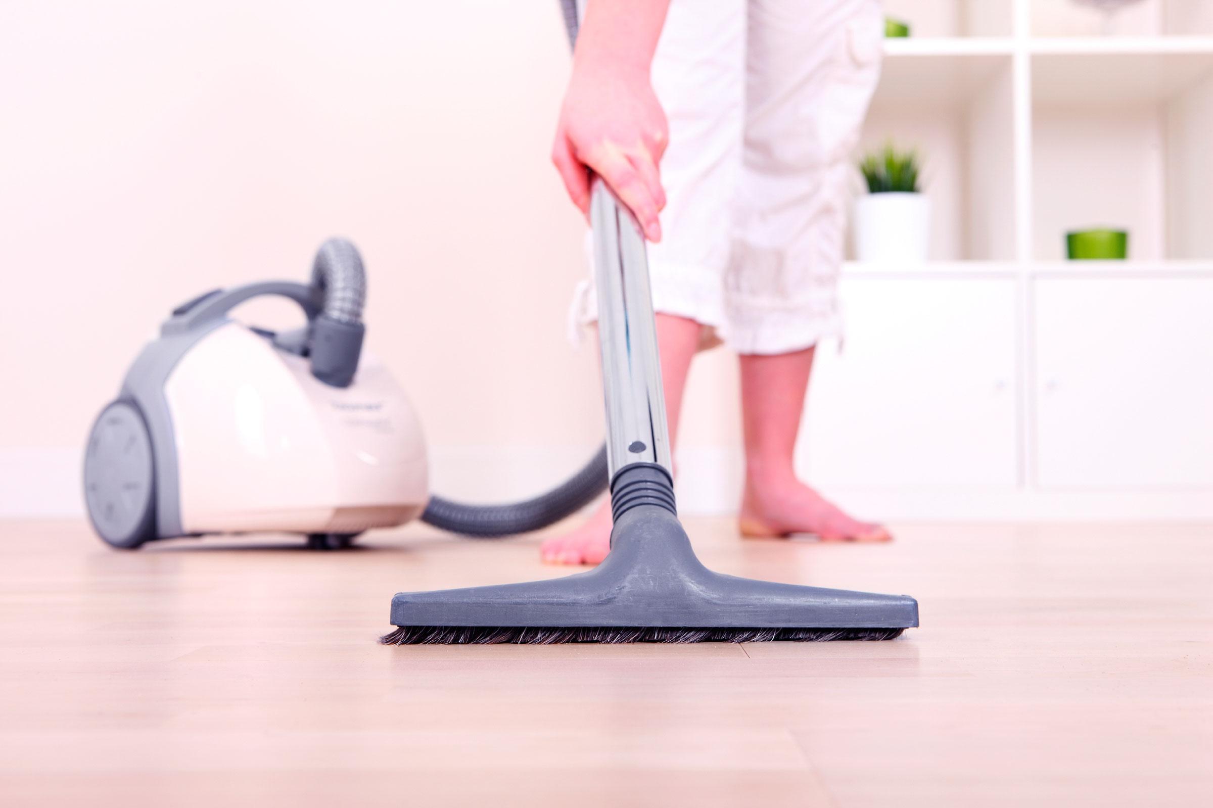 7 cara agar rumah bebas bakteri smartmama for Floor someone
