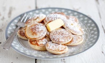 Dutch-mini-pancakes-poffertjes