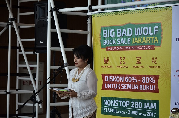 Uli Silalahi saat pembukaan The Big Bad Wolf Book Sale