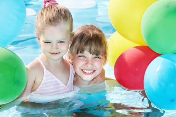 4 inspirasi tema ulang tahun seru untuk si kecil smartmama for Dekorasi pool party