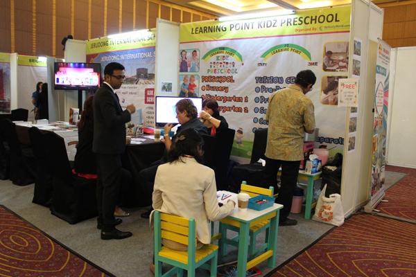 Ekshibitor sekolah pada event Kids Education Expo Indonesia 2017