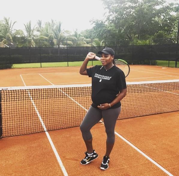 Serena tetap berolahraga tenis selama hamil.