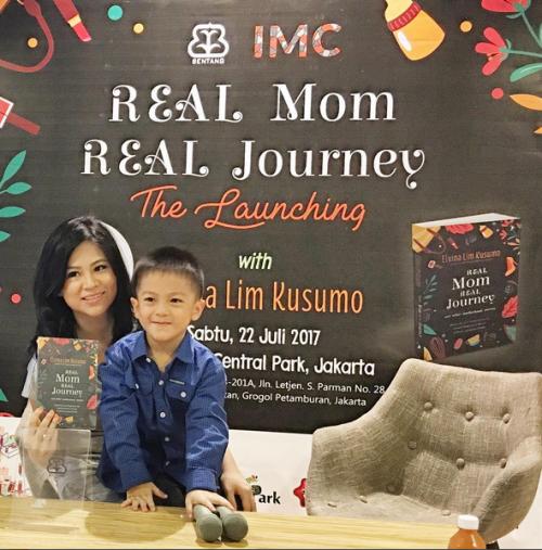Elvina Lim Kusumo & putranya. Caleb