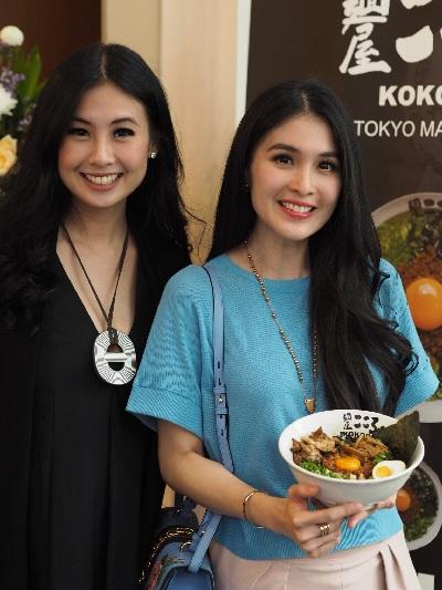 Pregnancy Buddies: Sandra Angelia & Sandra Dewi