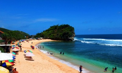 Pantai-Indrayanti-Yogyakarta