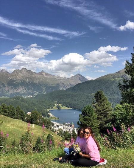 """Menikmati pemandangan di Pondok Heidi, """"Heidi Hutte"""", St. Moritz"""