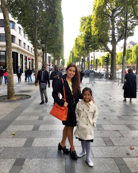 Jalan Sore di Champs d'Elysees, menuju La Duree untuk minum hot chocolate