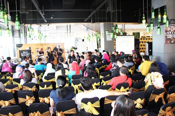 Narasumber & ratusan member yang hadir dalam KG Value Card Member Gathering