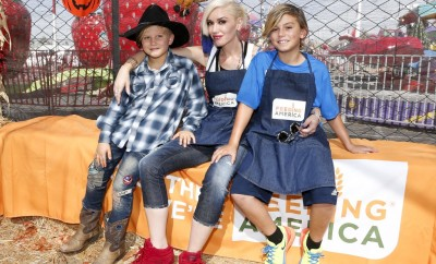 Gwen-Stefani-Her-Sons-Feeding-America-October-2015