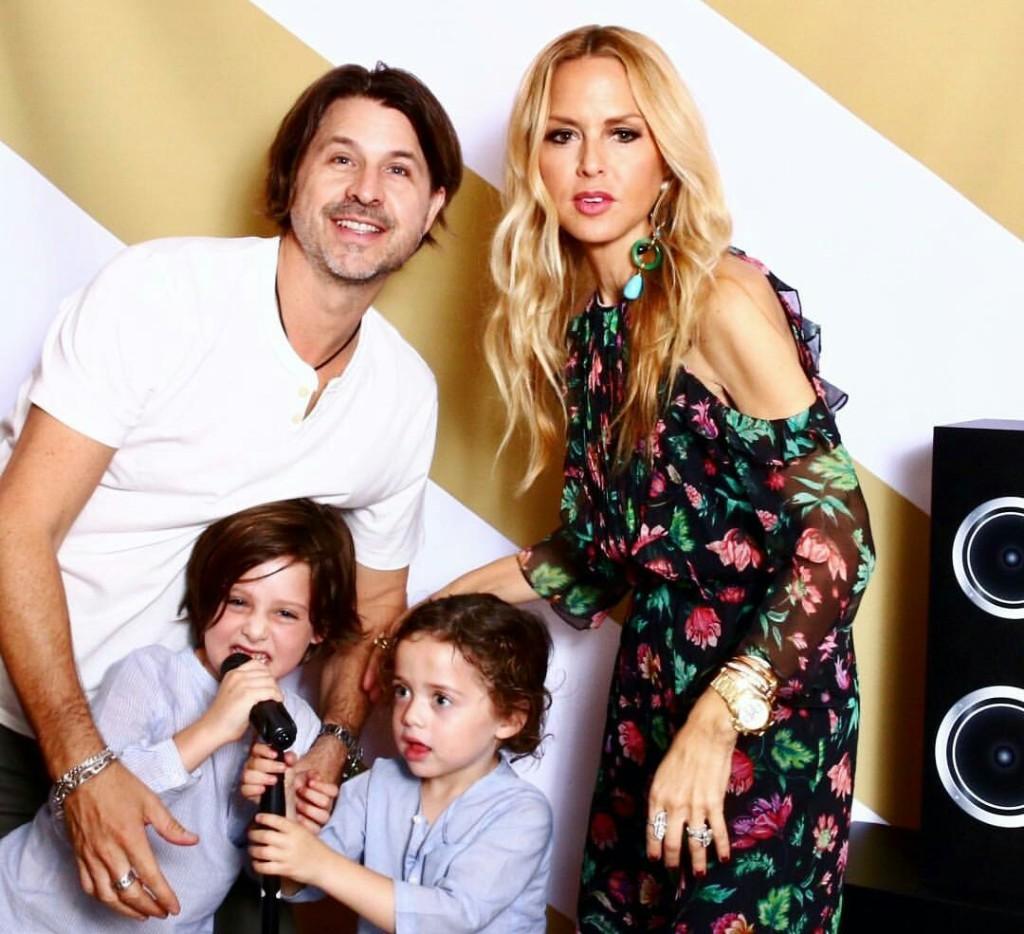 Rachel Zoe and family di acara Baby2Baby.