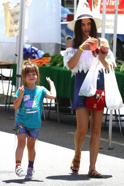 Jenna-Dewan-Tatum-and-her-daughter-Everly-Tatum-enjoy-a-day-at-the-farmers-market-in-LA--500x750