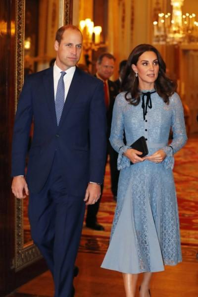 Kemunculan pertama Kate Middleton setelah pengumuman kehamilan bayi ketiga.