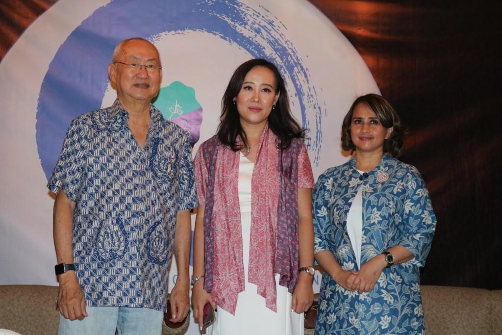William Wongso - Pakar kuliner dan Brand  Ambasador Zen Tableware, Vivi Anggara - Managing Director Indo Porcelain, dan Santhi Serad - Ketua ACMI.