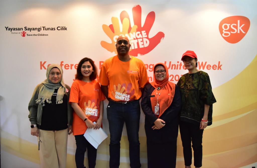 Para pembicara pada talkshow media conference Orange United Week yang diselenggarakan oleh GSK