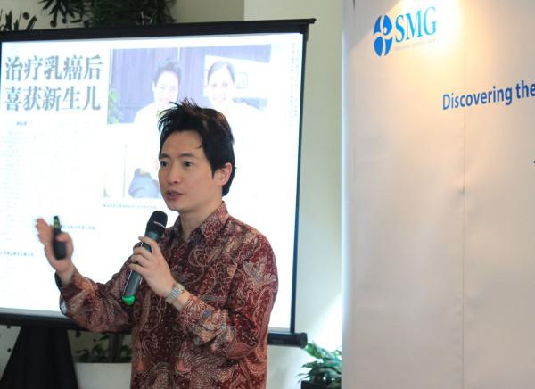 Dr Wong Seng Weng memberikan presentasi mengenai terobosan baru dalam pengobatan kanker,