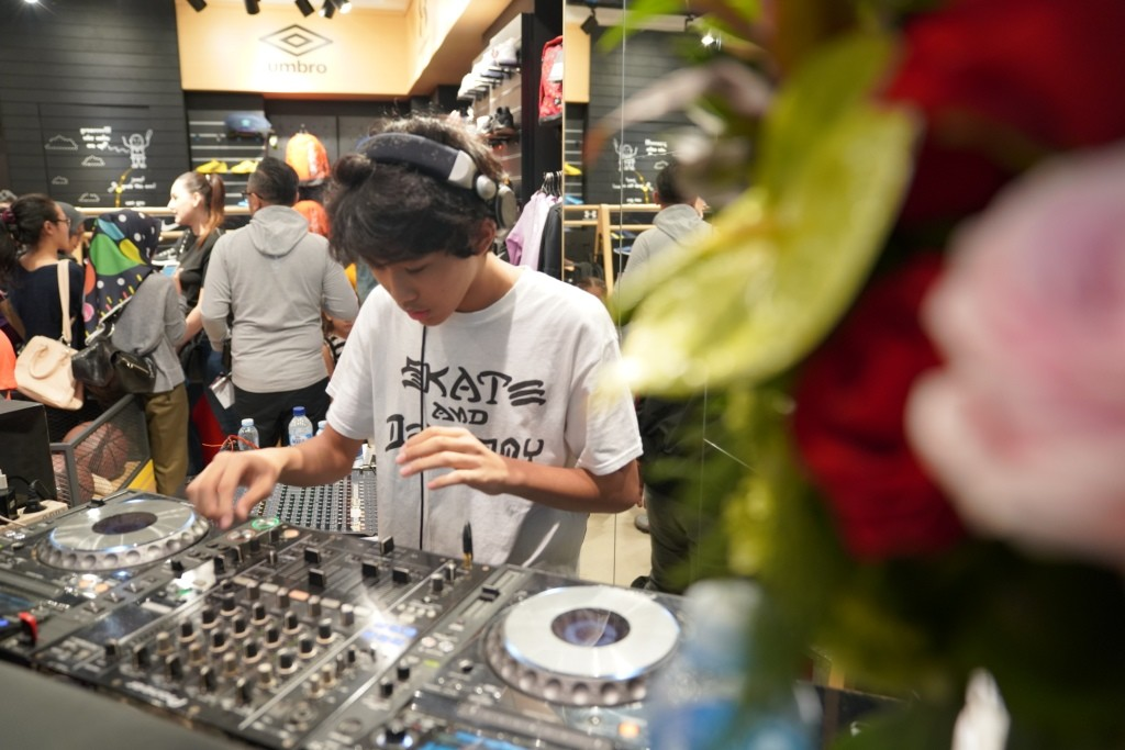 Penampilan dari DJ Kai