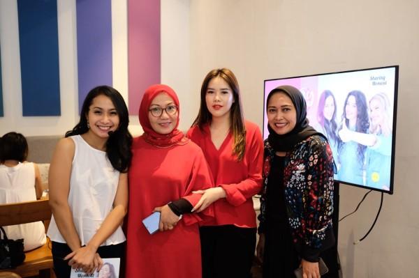 Nathalie Indry (Smartmama), Inoer Syamsu (Direktur Vitabiotics Indonesia), Ilma Rineta, Yosi Avia (Smartmama)