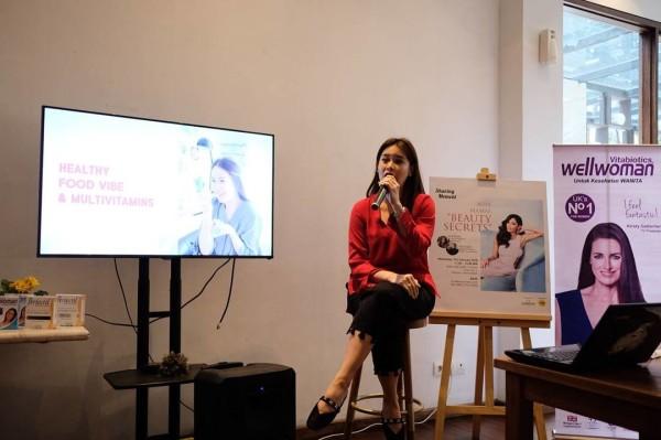 Ilma Rineta saat sharing pengalamannya merawat kecantikan as a busy mamas
