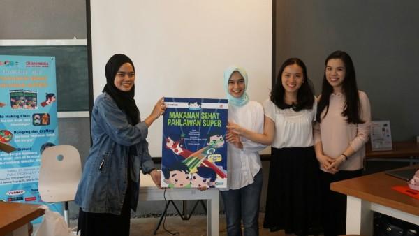 """Buku """"Makanan Sehat Pahlawan Super"""" saat diluncurkan Sabtu (27/1/2018) bersama kedua penulis drg. Tara Pratitha, Sp.KG & drg. Stella Lesmana, Sp.KGA di Locadeco Kemang, Jakarta Selatan."""