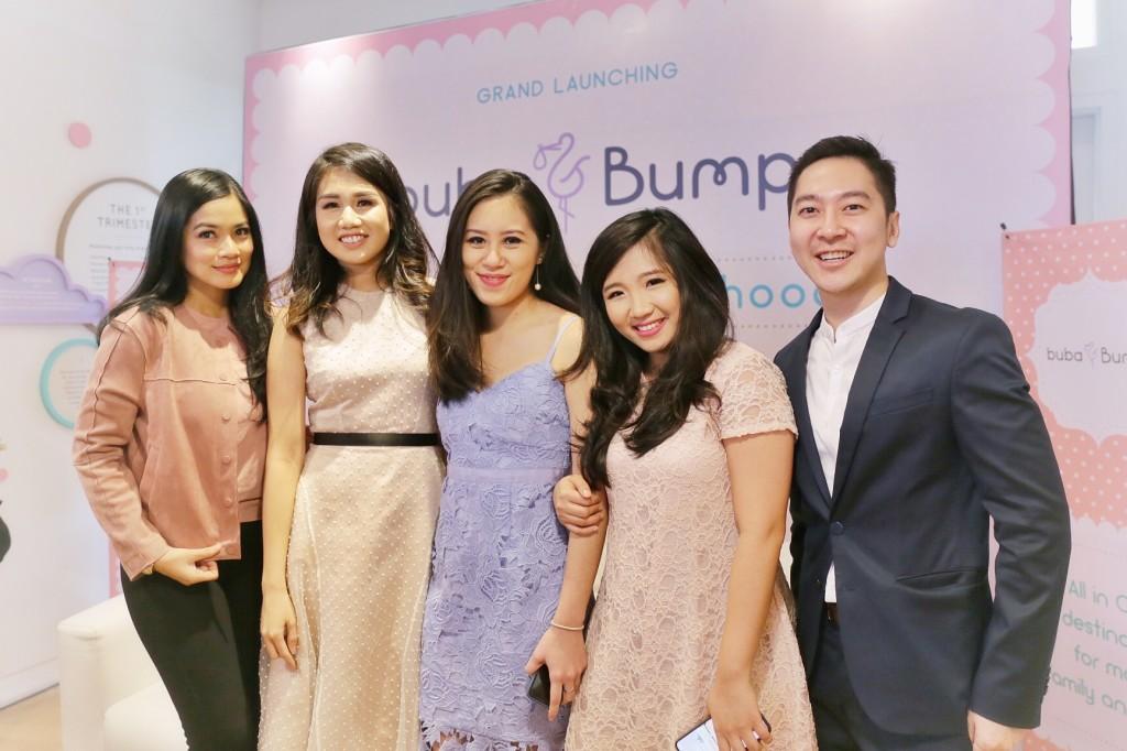 Titi Kamal (Guest Star), Priscilla Angriawan (Founder of Buba & Bump), Kimberly Sarah Yo (Founder of Buba & Bump), Cynthia Larasanti (Founder of Buba & Bump), dan dr. Caessar Pronocitro Sp. A. M. sc saat grand opening Buba & Bump