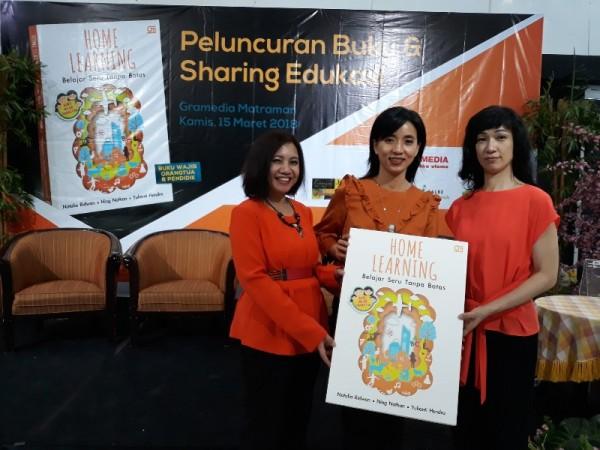 "Ki-ka: Ning, Yulianti & Natalia saat peluncuran buku ""Home Learning"""