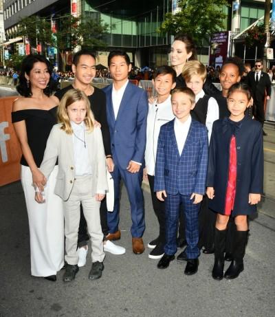Angelina-Jolie-Her-Kids-Toronto-Film-Festival-2017