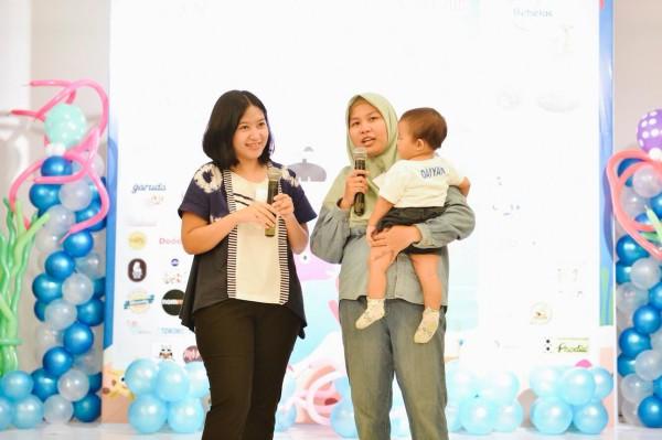 ki - ka: Mama Naira (ketua panitia) & Tika, mama of 3