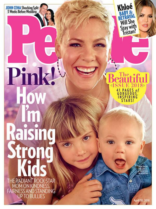 Pink dan kedua anaknya di cover majalah PEOPLE