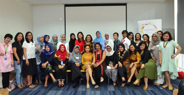 Komunitas Single Moms Indonesia dalam acara SMITalk Pertamanya