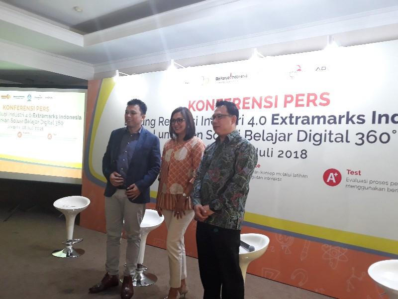 Ki - ka: Fernando Uffie, Country Manager Extramarks Indonesia, Donna Agnesia, Tjandra Lianto, Marketing Director Advan.