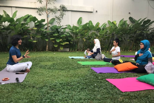 Yoga exercise bersama Adeline Windy
