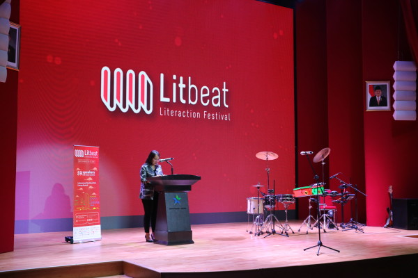 Laura Prinsloo, head of National Book Comitee membuka gelaran Litbeat Festival 2018